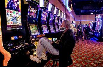 100-an berbaris karena beberapa kasino Oklahoma dibuka kembali meskipun ada virus