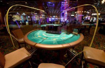 Las Vegas terkoyak oleh virus ketika kasino menuntut untuk dibuka kembali