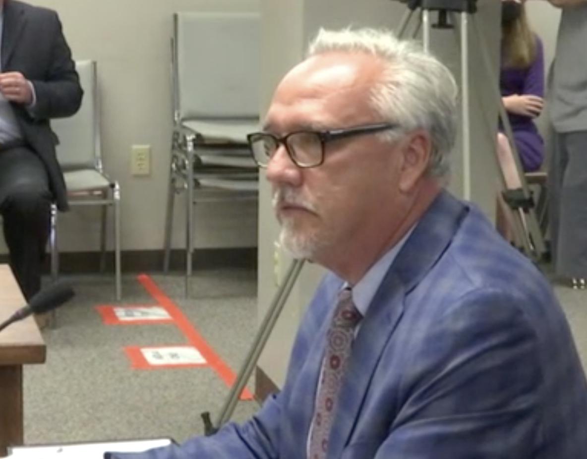Komisi Balap menemukan bias dalam pemilihan izin kasino; tetapi menunda keputusan tentang apa yang terjadi selanjutnya