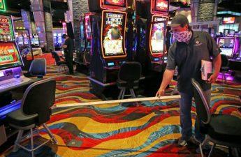 Industri kasino negara bagian ini kembali hidup ketika Plainridge bersiap untuk membuka hari Rabu