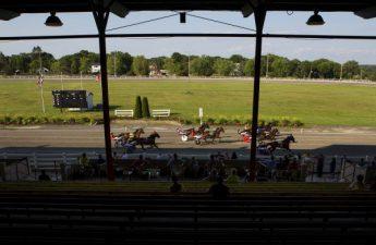 Pembukaan kasino memiliki harness komunitas balap Bangor Raceway berharap akhirnya akan dimulai
