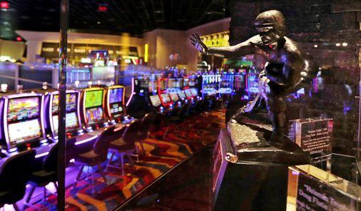 Poker, craps, dan roulette tidak ada di meja ketika kasino Misa dibuka kembali