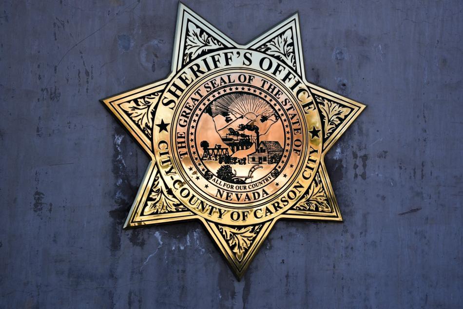 Deputi Carson City menangkap 18 tahun karena minum alkohol di kasino lokal, berbohong kepada polisi tentang namanya, dan surat perintah kejahatan   Carson City Nevada News