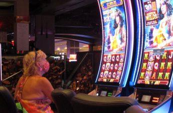 Murphy berbalik arah, lagi-lagi melarang merokok di kasino karena ancaman virus corona
