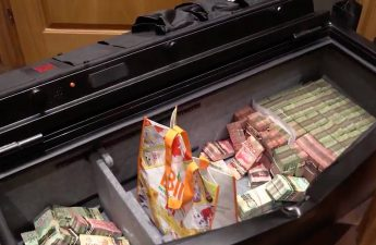 Polisi menggerebek kasino rumah besar ilegal dekat Toronto dan menemukan $ 1 juta di patung James Bond