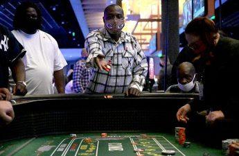 Penundaan berakhir, kasino di Pine Bluff membuka pintunya