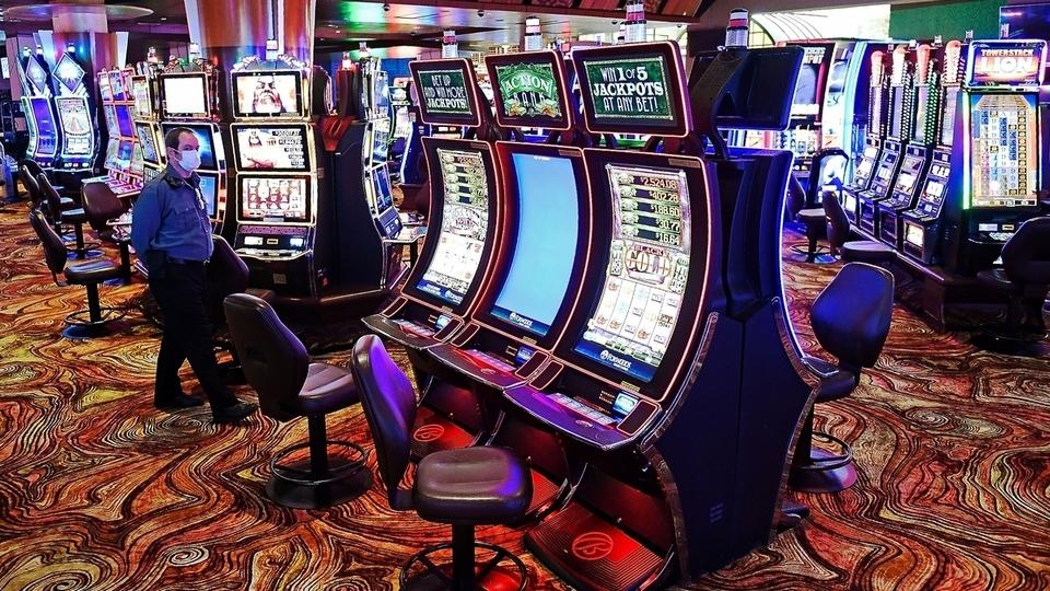 Hari - Hanya sebagian terbuka, kasino diadakan di bulan Juni