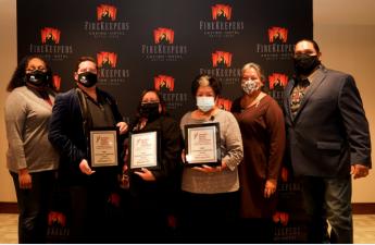 Pemilik Firekeepers Casino Hotel menerima Chairman's Leadership Award, dari National Indian Gaming Association
