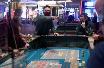 Penjudi Las Vegas Lokal Adalah Tempat Terang Untuk Kasino Off-Strip